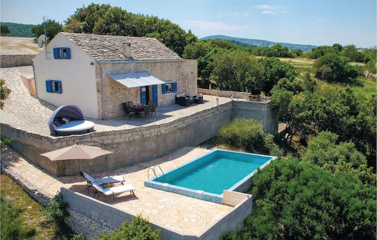 Charming Holiday cottage with pool