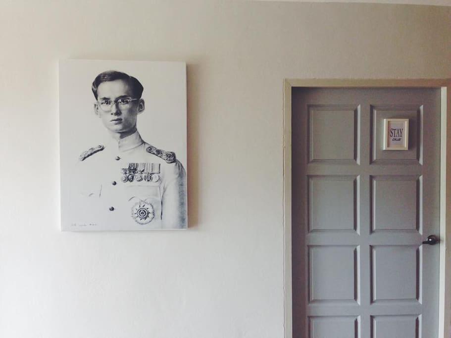 The King Rama IX picture (รูปที่มีทุกบ้าน)