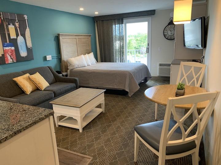 Cozy Updated Studio at Riverview Resort