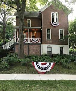Historic Poehlman House - 1st floor bedroom