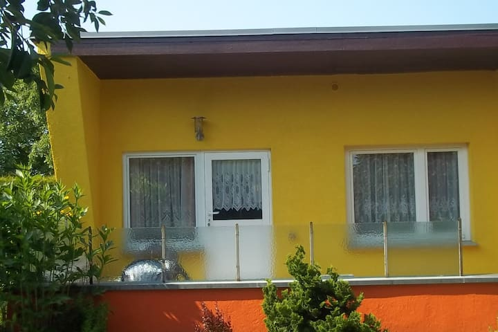 Family-friendly garden bungalow with terrace