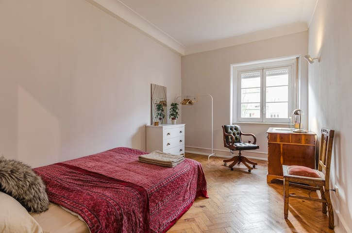 Charming bedroom in central location