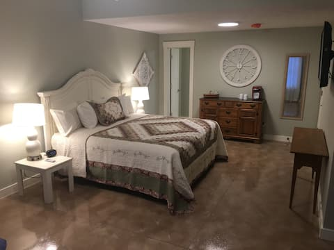 Private Entrance Suite - Country Charm-Smoke Free
