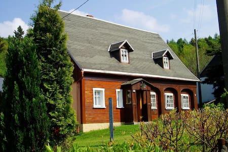 """Historisches Ferienhaus """"Zur Umgebindestube"""" mitten im Naturpark Zittauer Gebirge"""