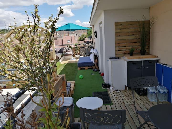 Appart spacieux avec grande terrasse, proche Paris