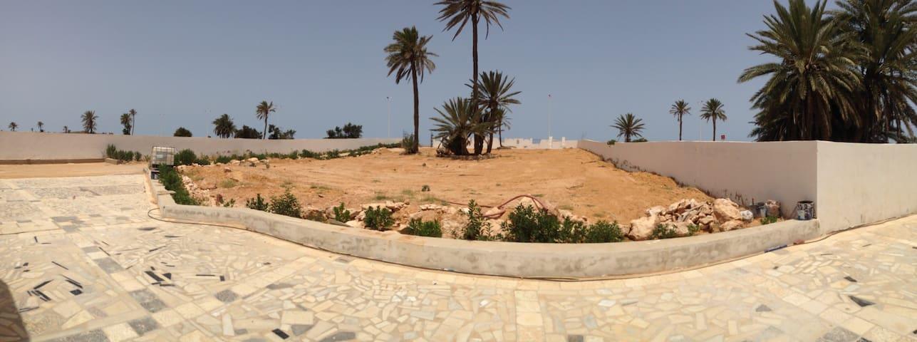 Djerba logement entier en face mer