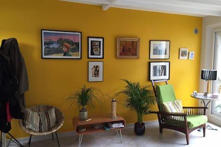 Chambre 15 m2 dans maison pleine de charmes - Querqueville - Haus