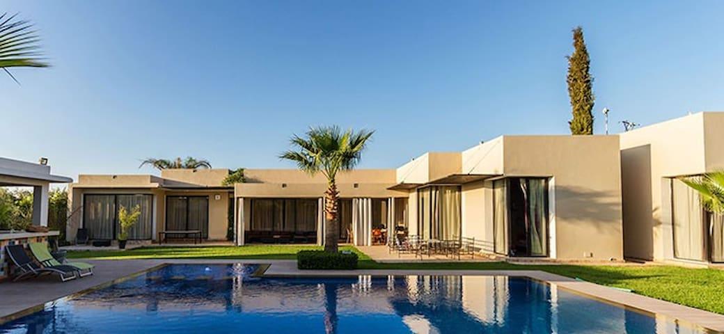 Villa moderne avec cuisinière  et services inclus