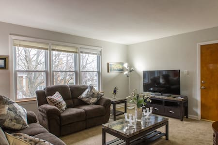 Quiet Cln.PEACEFUL Apt parking incl 12 min 2 lake