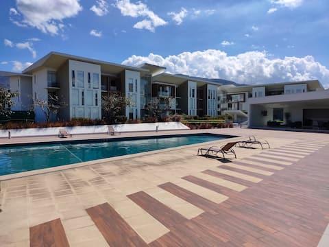 Best Location in Santa Ana - 2BR APT AC|Gym|Pool