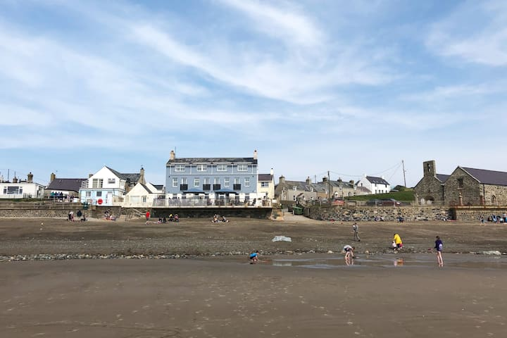 Tyn Llan, Cottage by the Beach, Aberdaron, 4*