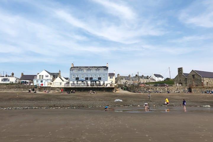 Tyn Llan, Cottage by the Beach, Aberdaron, 4*