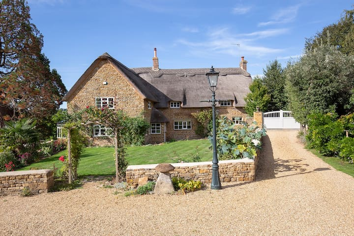 Crooked Cottage, Hook Norton, Cotswolds