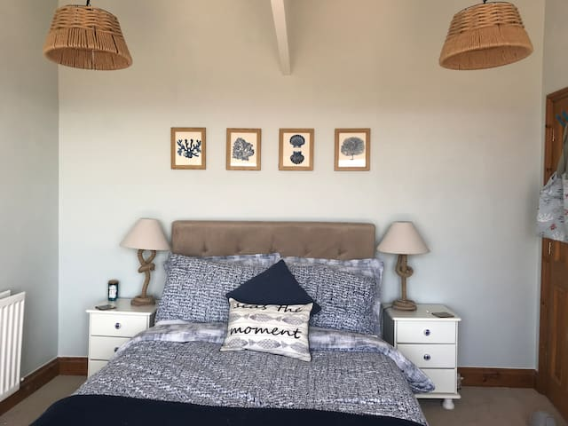 Large double room with views of the beach