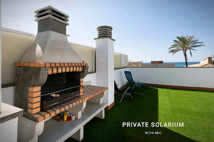 Home with private solarium view-sea garage and bbq