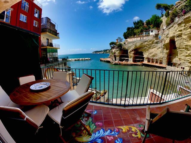 Casa con spiaggia privata a Grotta Romana