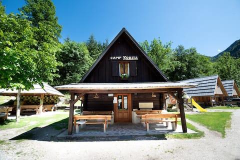 Family room for 4  in Camp Korita