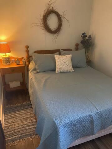 Bedroom #3- Full size bed (comfy Knit & Tuck mattress)