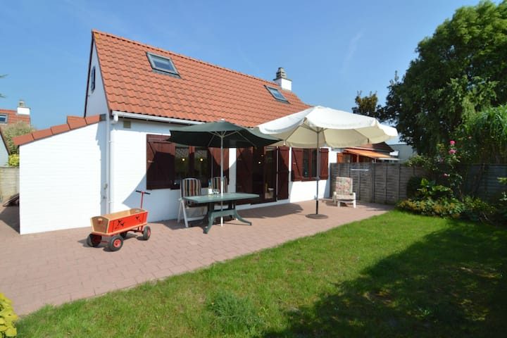 Cosy fisherman's house, ideally located for coastal walking and cycling tours