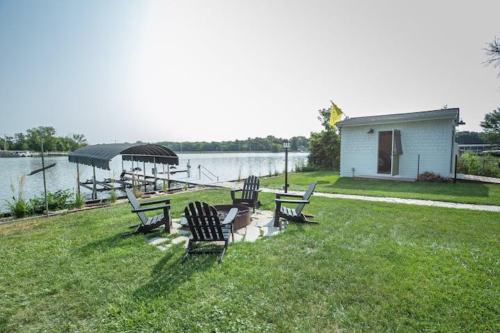 Beautiful Fox River House Getaway