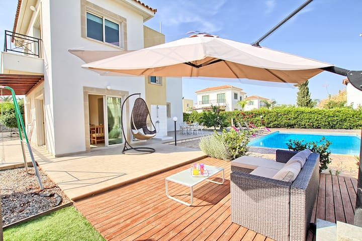 3 Bedrooms Big swimming Pool and Garden - Ayia Napa - Hus