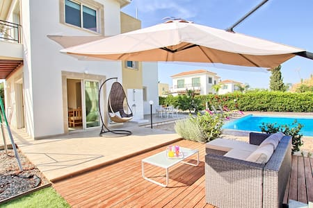 3 Bedrooms Big swimming Pool and Garden - Ayia Napa - Dom