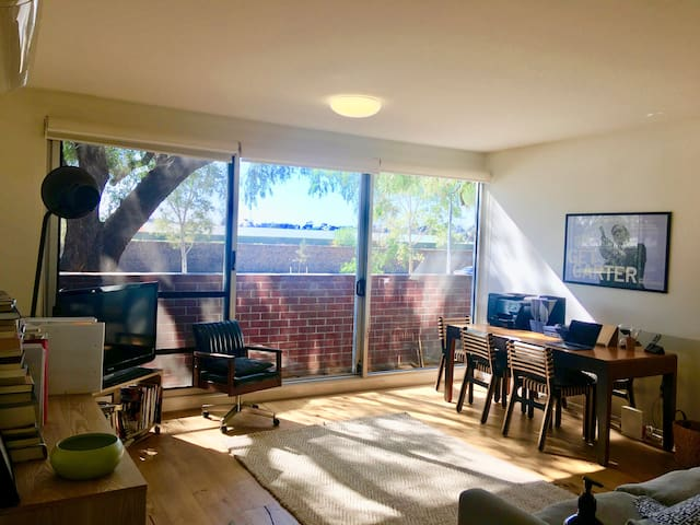 Opposite Flemington Race Course, sunny one bedroom