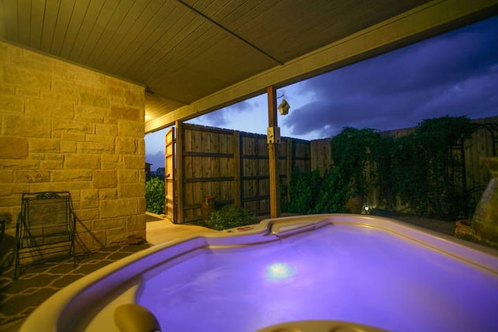 Absolutely Charming, Franciscan Suite, Hot Tub, Close to Town, Near Wineries!
