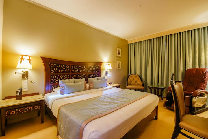 Executive room in Andheri East - near Airport