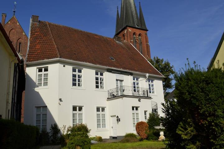 Wohnung mit Balkon in denkmalgeschütztem Haus