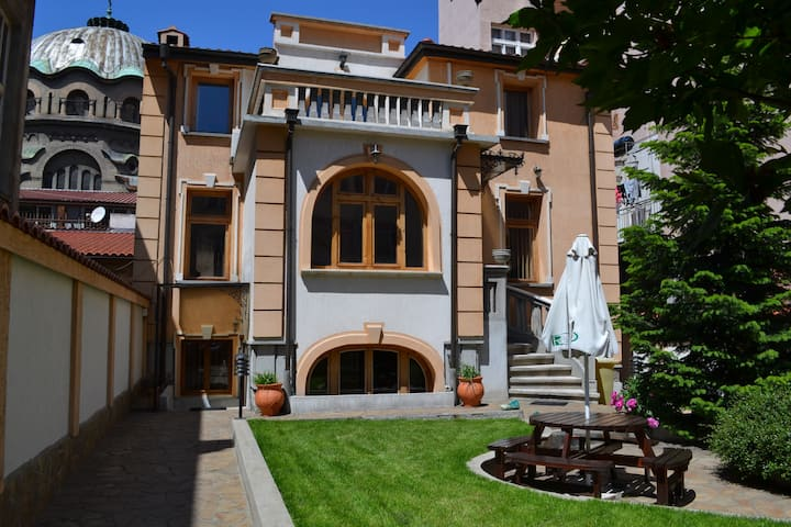 ***Double room in Central Sofia shared bathroom***