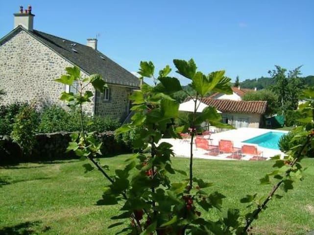 LA MAISON près d'Aurillac - Giou-de-Mamou - ที่พักพร้อมอาหารเช้า