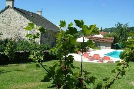 LA MAISON près d'Aurillac - Giou-de-Mamou - Bed & Breakfast