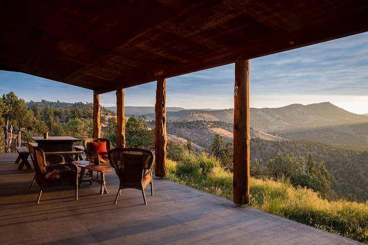 Incredible Cabin Overlooking Lake