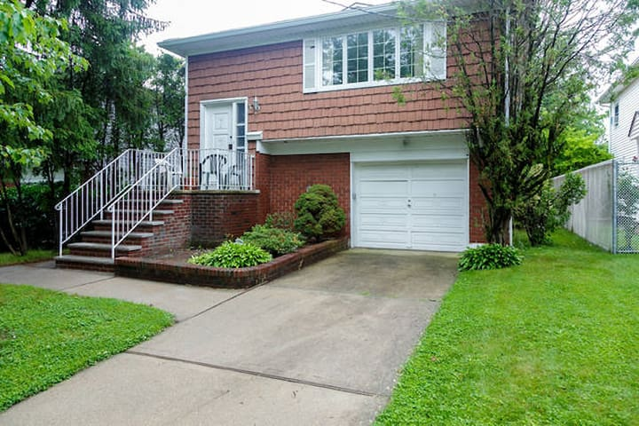 5 Guests :) 3 bedrooms :) EntireApt - Staten Island - House