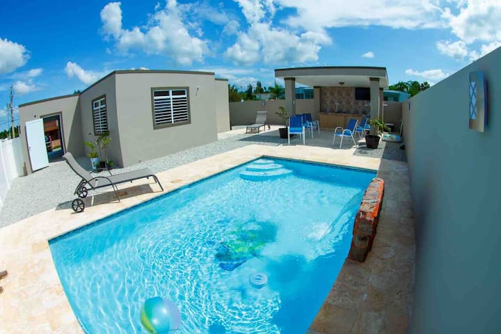 NEW LISTING! Villa Mahi, private pool, AC, sleep 8