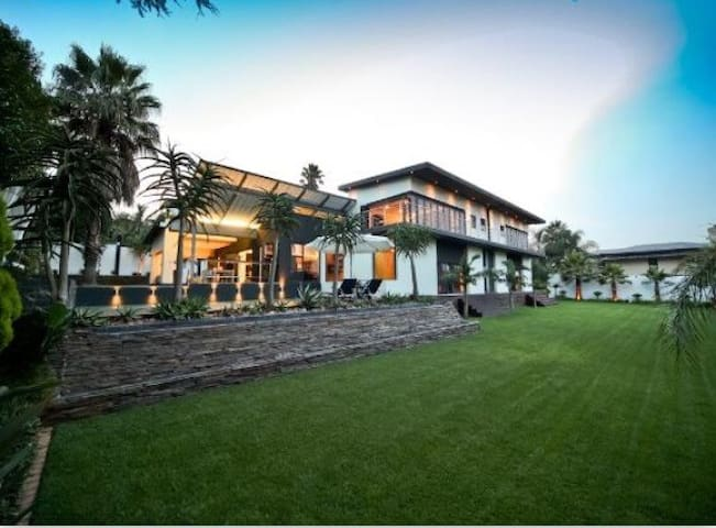Modern, unique, exquisite. - Germiston - House