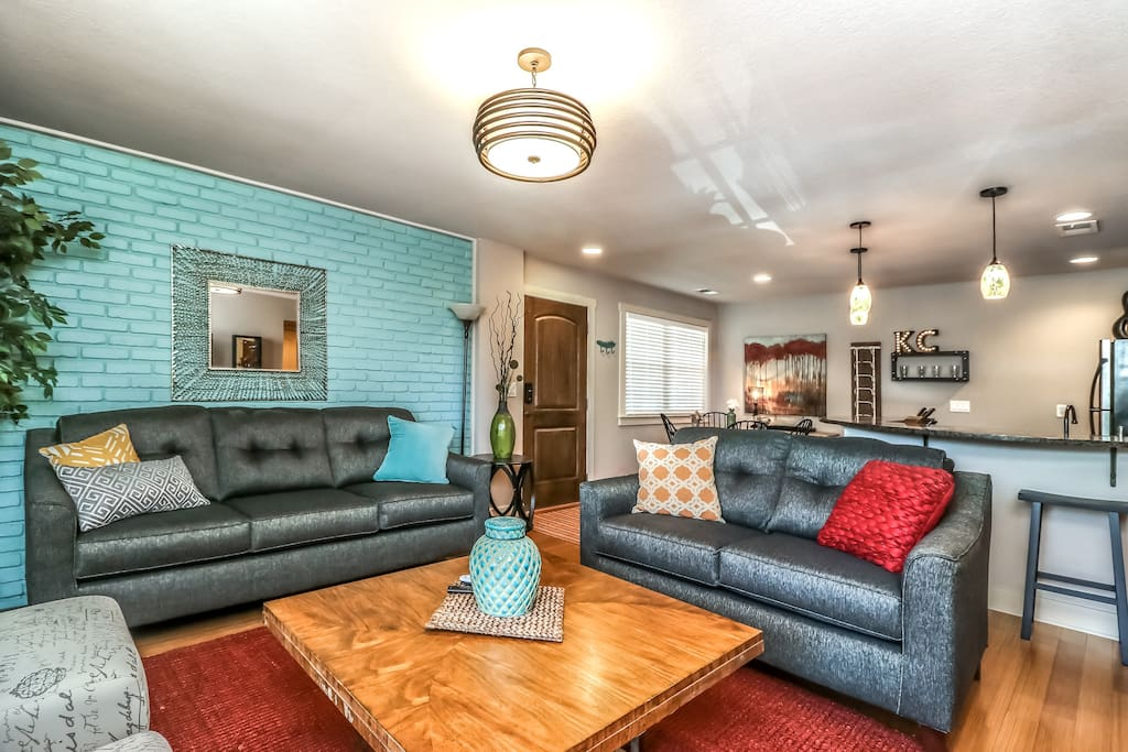 """Professionally decorated 2B/1B condo.  """"Amazing place, very clean, and incredible hospitality.  I encourage everyone to check this home out.""""  Antonio, Oct 2017, *****"""