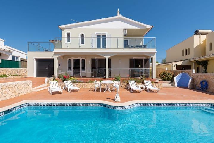 Villa Angelina - Close to Shopping/restaurants, modern, gorgeous balcony views!
