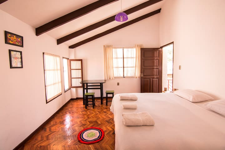 Hostal CasArte Takubamba - Sucre - Wikt i opierunek