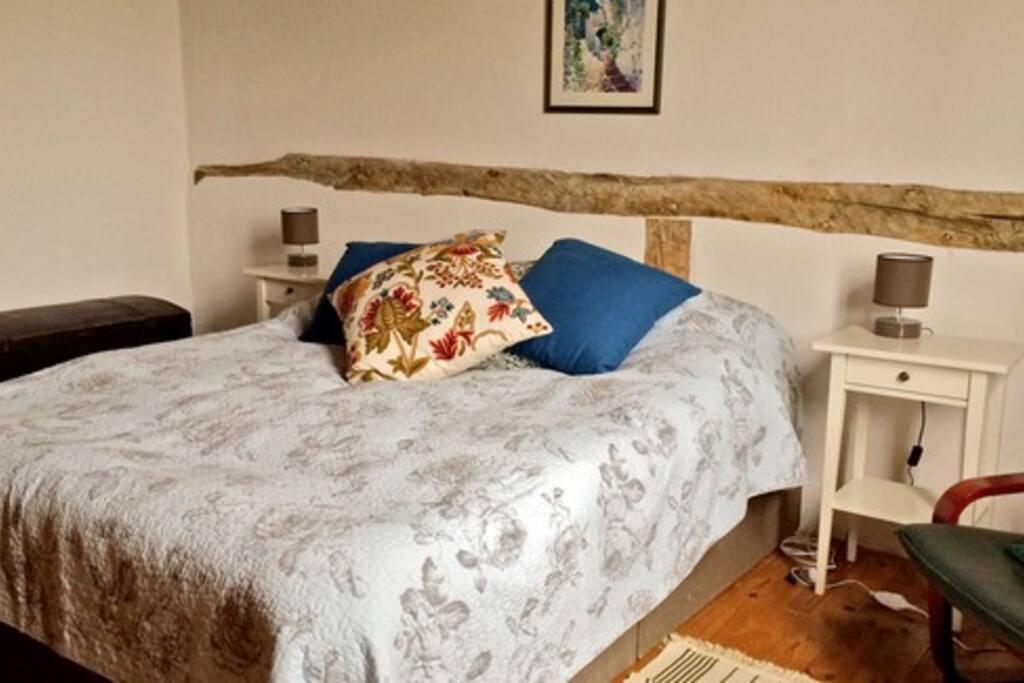 Kingsize bed - Room Number 1