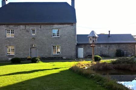 Chambre dans une ferme classée du XVIIIème siècle - Hamois - Bed & Breakfast