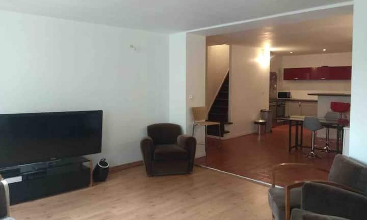 Grand Duplex au cœur de Forcalquier. 2 chambres.