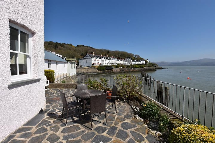 Bro Gwylan, 2 Bedroom Cottage with glorious views