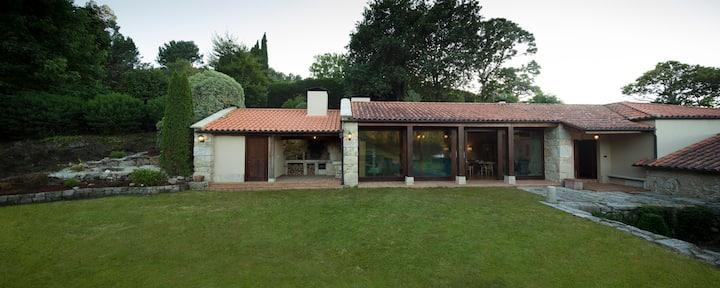 Exclusiva Villa Rural Rías Baixas. 5 hab y piscina