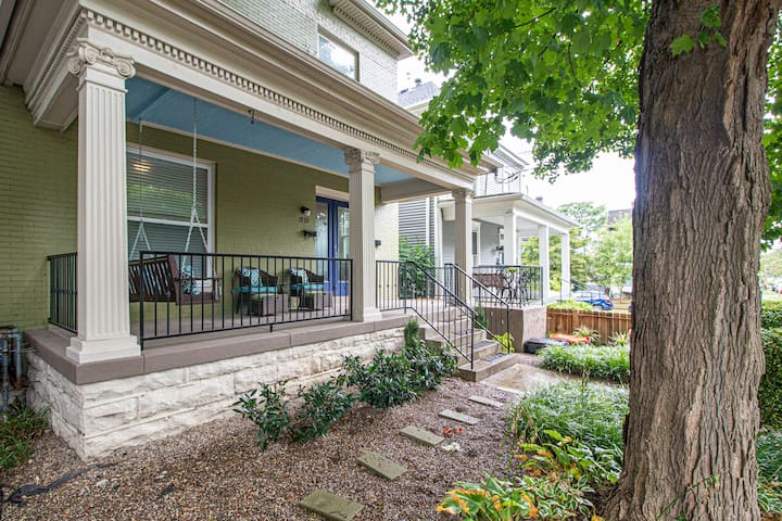 Front Porch on Frankfort: Heart of it All-Sleeps 4