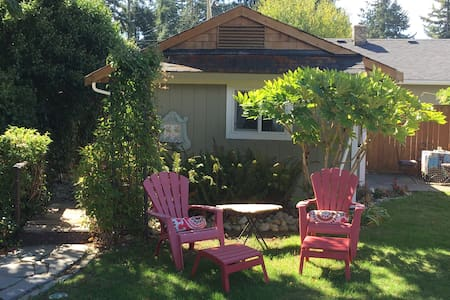 Colwood Cosy Cottage - Victoria