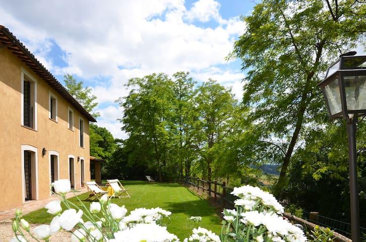 Casale Poggio, immerso nella campagna-Orvieto