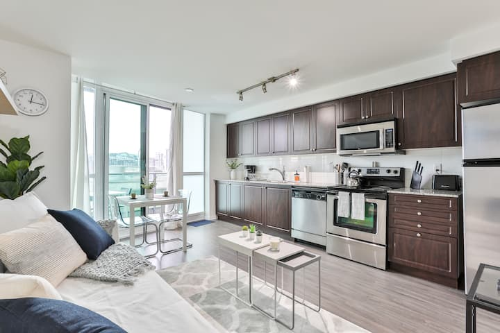 Modern Fort York Escape - 1BR 1BA - Close to Lake!