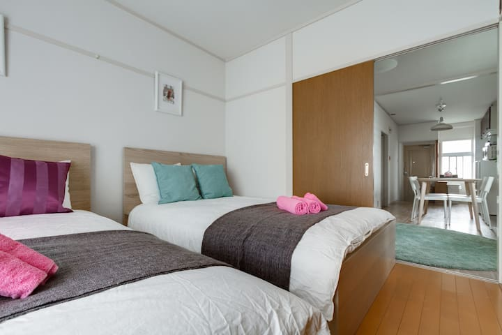 ☆Private Big Room☆Walk 3 min JR Namba St.☆TV☆Wifi - Naniwa-ku, Ōsaka-shi - Appartement